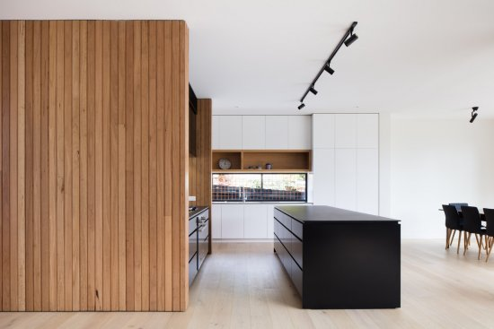Sleek kitchen in Ivanhoe by Modscape