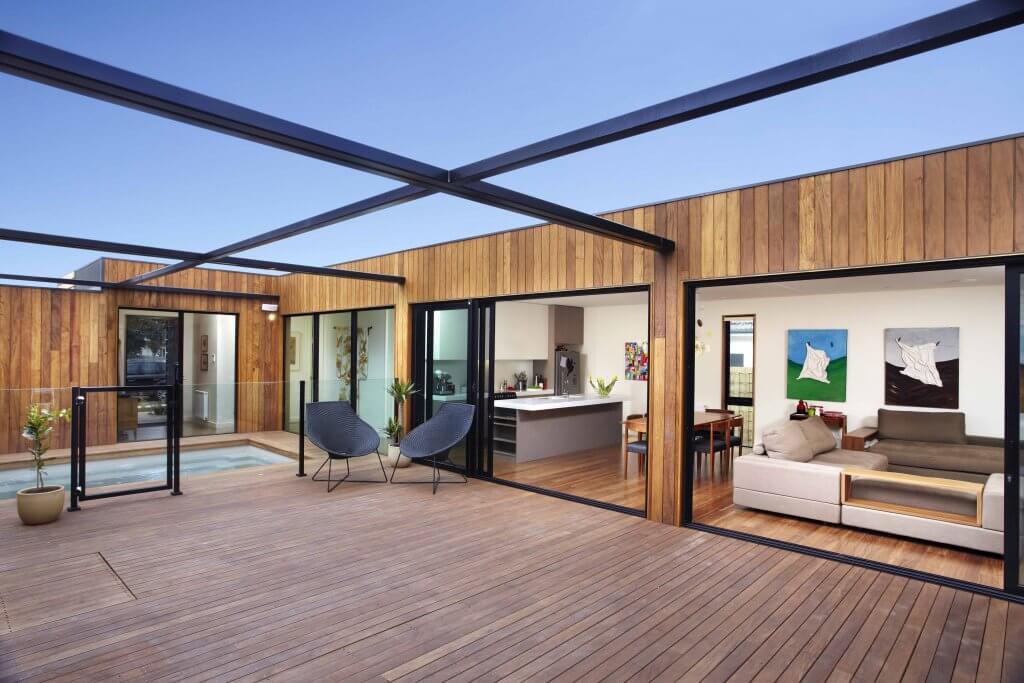 Home with a courtyard by Modscape. C-shaped home. U-shaped home.